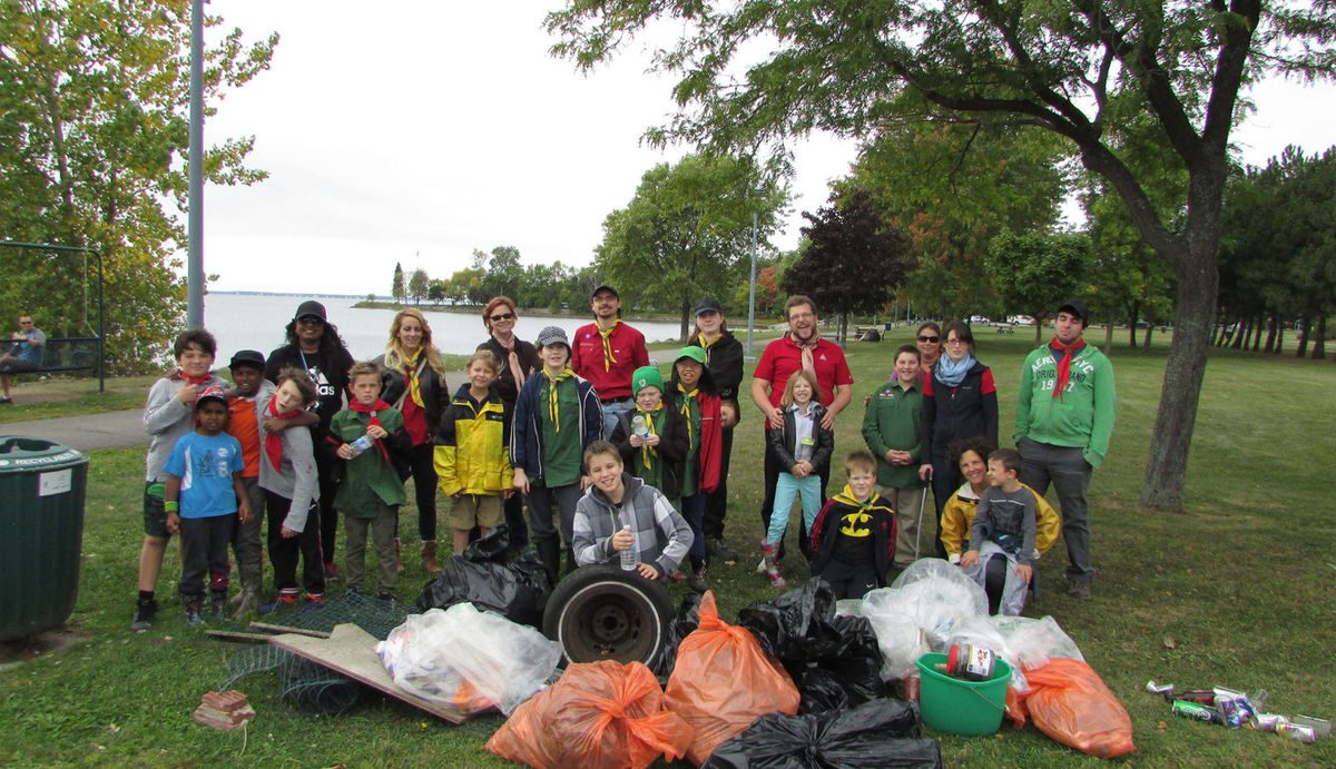 Scouts take part in the Great Canadian Shoreline Cleanup